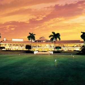 Doral Golf Resort &amp; Spa: clubhouse &amp; putting green